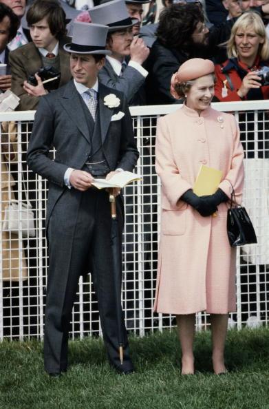 Umbrella「Royals At The Races」:写真・画像(3)[壁紙.com]