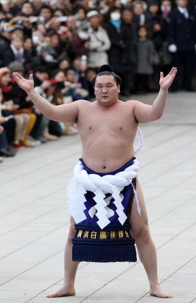 白鵬「Sumo Grand Champions Celebrate The New Year」:写真・画像(2)[壁紙.com]