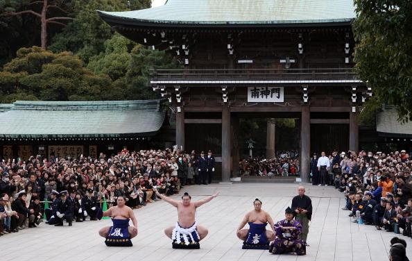 白鵬「Sumo Grand Champions Celebrate The New Year」:写真・画像(4)[壁紙.com]