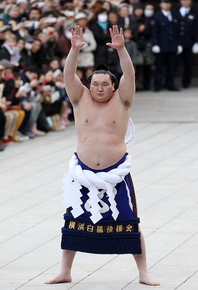 白鵬「Sumo Grand Champions Celebrate The New Year」:写真・画像(1)[壁紙.com]