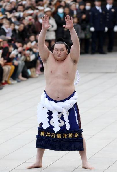 白鵬「Sumo Grand Champions Celebrate The New Year」:写真・画像(3)[壁紙.com]