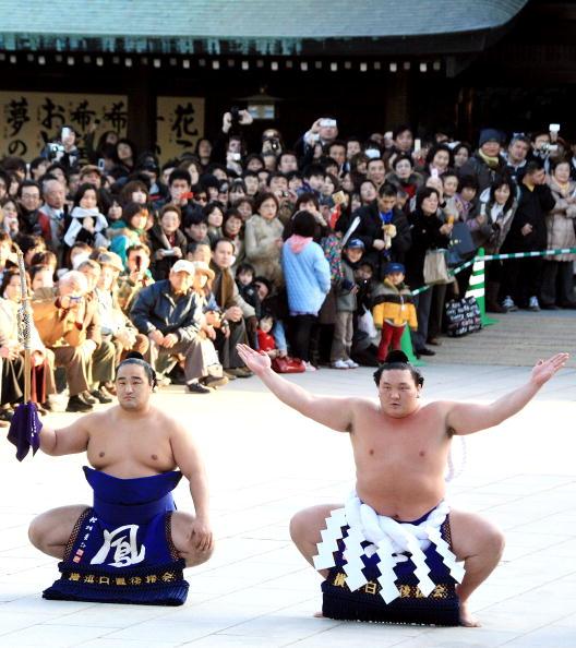 白鵬「Sumo Grand Champions Celebrate The New Year」:写真・画像(6)[壁紙.com]