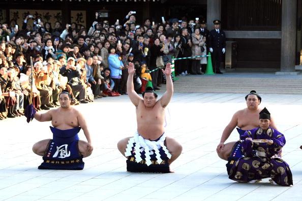 白鵬「Sumo Grand Champions Celebrate The New Year」:写真・画像(9)[壁紙.com]