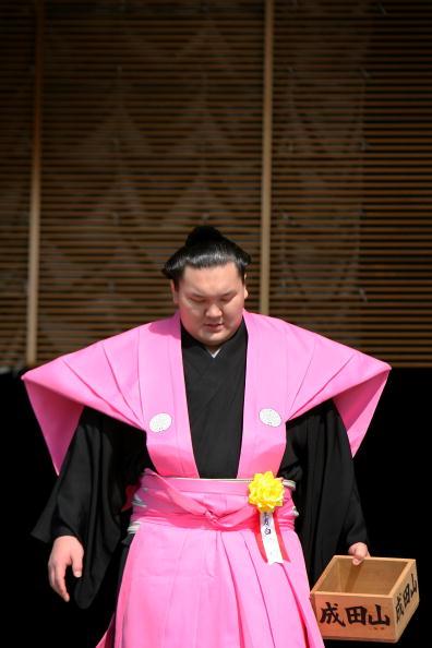 白鵬「Japan Celebrates The Coming Of Spring With The Bean-Scattering Ceremony」:写真・画像(17)[壁紙.com]
