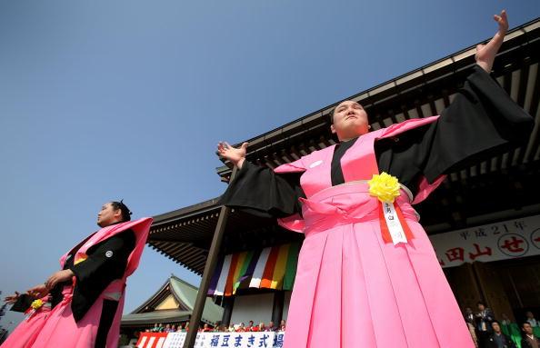 白鵬「Japan Celebrates The Coming Of Spring With The Bean-Scattering Ceremony」:写真・画像(15)[壁紙.com]