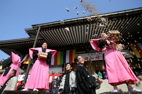 Setsubun「Japan Celebrates The Coming Of Spring With The Bean-Scattering Ceremony」:写真・画像(4)[壁紙.com]