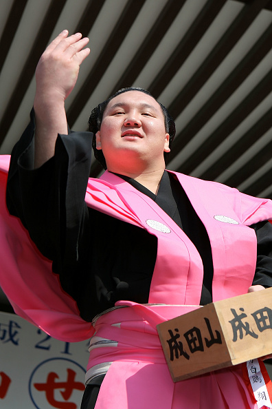 白鵬「Japan Celebrates The Coming Of Spring With The Bean-Scattering Ceremony」:写真・画像(11)[壁紙.com]