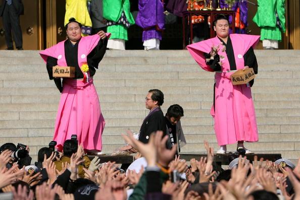 白鵬「Japan Celebrates The Coming Of Spring With The Bean-Scattering Ceremony」:写真・画像(14)[壁紙.com]