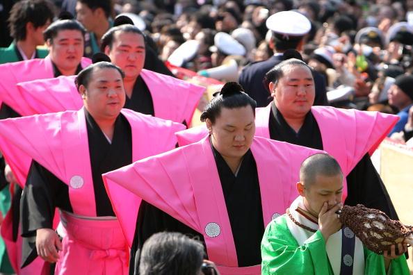 白鵬「Japan Celebrates The Coming Of Spring With The Bean-Scattering Ceremony」:写真・画像(18)[壁紙.com]