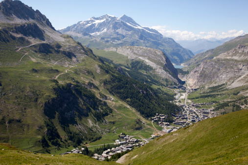 Val d'Isere「Panoramic view of Val d'Isere, France, in the summer with the village in the valley and snowy mountains behind.」:スマホ壁紙(7)