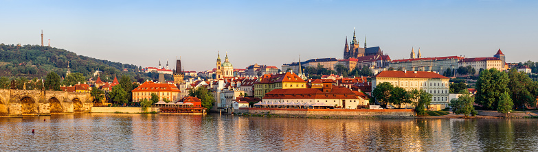 Charles Bridge「panoramic view of vltava River, Mala strana distric and Prague Castle in the morning」:スマホ壁紙(12)