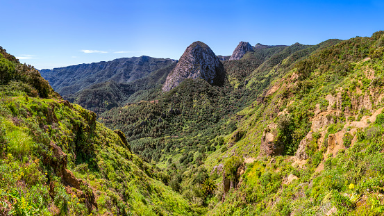 """High Country「Panoramic view of Roque de Ojila (group of volcanic plugs """"Los Roques"""") in the Garajonay National Park on Canary Islands La Gomera - Spain」:スマホ壁紙(19)"""