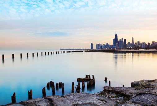 Water's Edge「Panoramic view of the Chicago River and skyline」:スマホ壁紙(6)