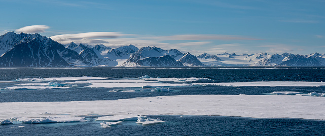 Svalbard Islands「Panoramic view of ice pack with mountains on the background Svalbard Islnads」:スマホ壁紙(5)
