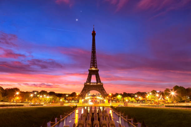 Panoramic view of the Eiffel tower at dawn.:スマホ壁紙(壁紙.com)