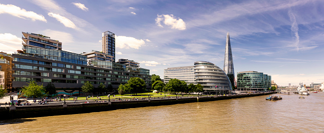 Riverbank「Panoramic view of Potters Fields Park, City Hall and The Shard at day」:スマホ壁紙(14)