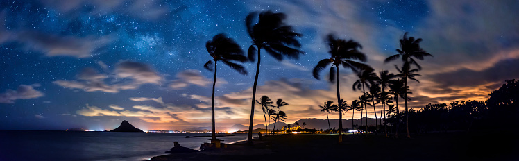 オアフ島「Panoramic view of Mokolii Stars at dusk, Oahu, Hawaii, USA」:スマホ壁紙(6)