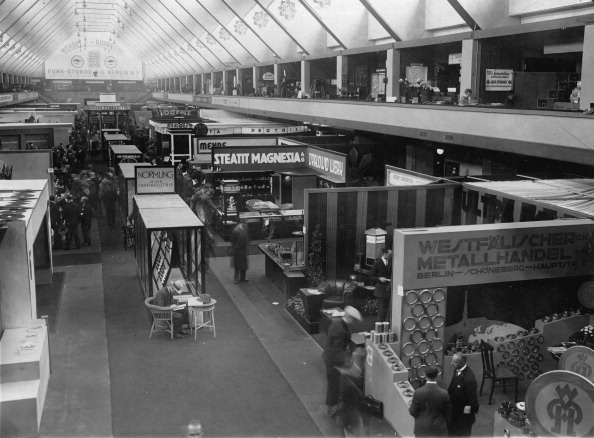 Panoramic「Panoramic view of the radio hall at the International radio exhibition in Berlin」:写真・画像(6)[壁紙.com]