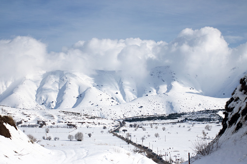 エクストリームスポーツ「山の冬の景色のパノラマ ビュー」:スマホ壁紙(12)