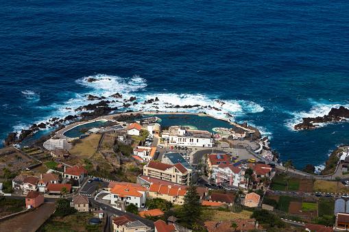 Porto Moniz「Panoramic view over Porto Moniz village on the Northern coastline of Madeira island, Portugal.」:スマホ壁紙(4)