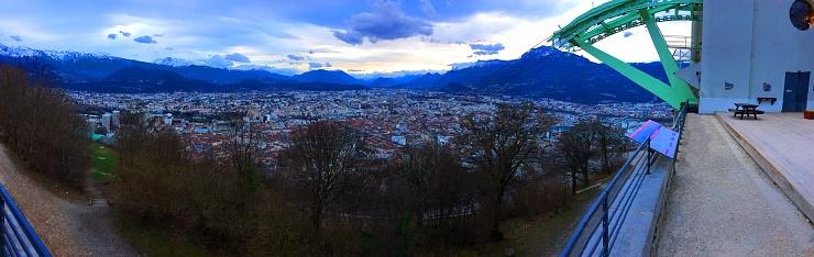 グルノーブル「Panoramic view of Grenoble - France : View from Bastille Fortress Mountain Top, with Gondola Station, French Alps in backdrop」:スマホ壁紙(9)