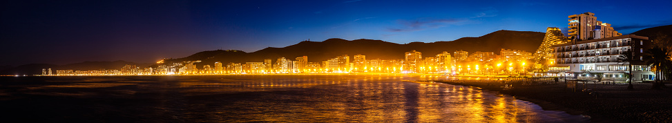 Unrecognizable Person「Panoramic view of Cullera beach and village at night」:スマホ壁紙(9)