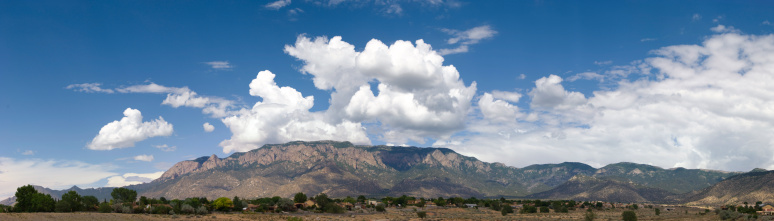 Sandia Mountains「Panoramic View of Sandia Mountains with Blue Sky and Clouds」:スマホ壁紙(7)