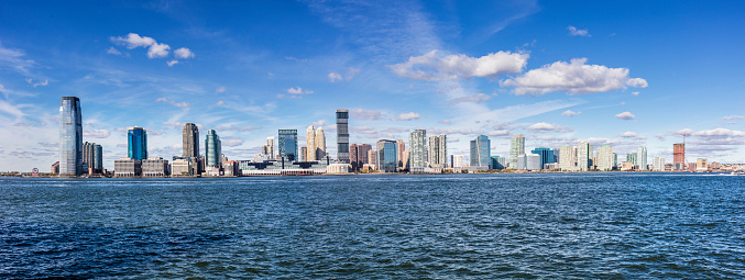 Jersey City「Panoramic view of urban skyline of Newport by river」:スマホ壁紙(10)