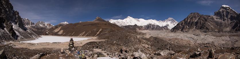 Khumbu「Panoramic view of the Fifth Lake near Gokyo with Cho Oyu in the background, Everest Base Camp via Gokyo Trek, Nepal」:スマホ壁紙(14)
