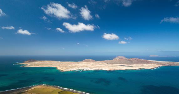 La Graciosa - Canary Islands「Panoramic view over La Graciosa from the Mirador del Río, Yé, Lanzarote, Canary Islands, Spain」:スマホ壁紙(13)