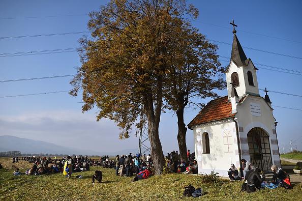 Church「Migrants Cross Into Slovenia」:写真・画像(3)[壁紙.com]