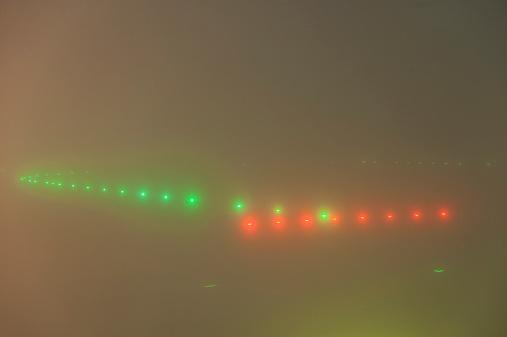 Kennedy Airport「Airport runway lights on a foggy night」:スマホ壁紙(9)