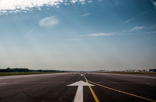 Dividing Line - Road Marking「Airport runway POV」:スマホ壁紙(15)