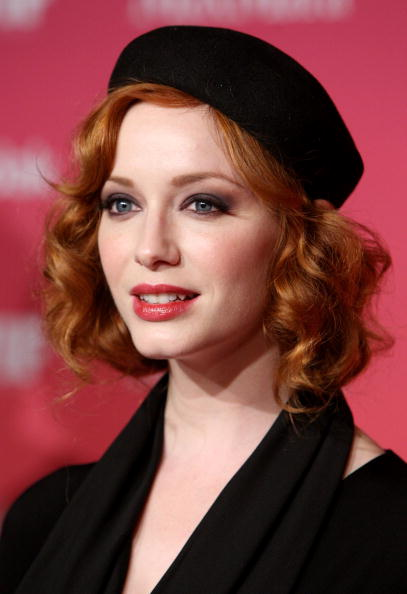 Beret「Women In Film 2009 Crystal And Lucy Awards - Arrivals」:写真・画像(19)[壁紙.com]