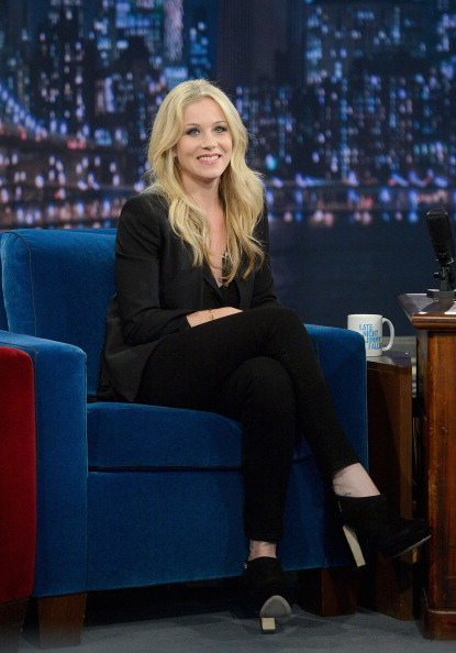 "Black Shoe「Christina Applegate Visits ""Late Night With Jimmy Fallon""」:写真・画像(2)[壁紙.com]"