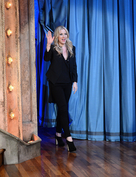 "Black Shoe「Christina Applegate Visits ""Late Night With Jimmy Fallon""」:写真・画像(4)[壁紙.com]"