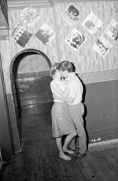 Teenager「A Holiday Romance」:写真・画像(4)[壁紙.com]