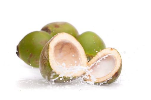 Coconut Water「coconut water splashing from fresh cut nut」:スマホ壁紙(5)