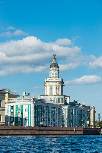 Neva River「Colonial buildings at the Spit of Vasilievsky Island seen from the Neva, St. Petersburg, Russia」:スマホ壁紙(14)