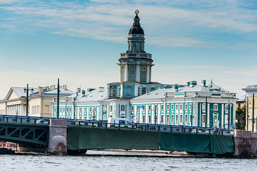 Neva River「Colonial buildings at the Spit of Vasilievsky Island seen from the Neva, St. Petersburg, Russia」:スマホ壁紙(10)