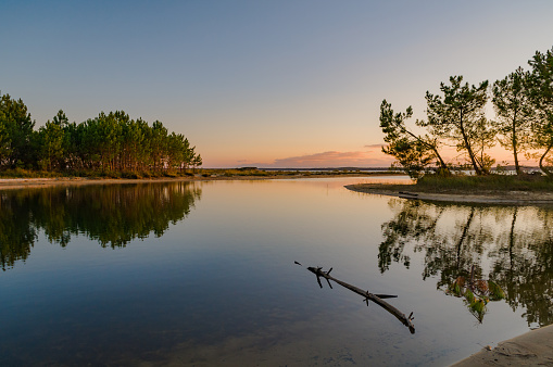 Nouvelle-Aquitaine「Lac d'Hourtin at sunset, Gironde, France」:スマホ壁紙(5)