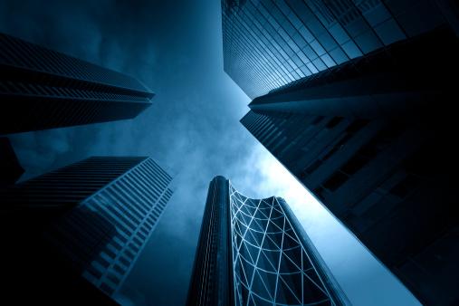 Looking Up「Dark Towering Buildings」:スマホ壁紙(11)