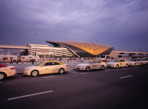 Persian Gulf Countries「Taxicabs waiting at futuristic metro stop in Dubai」:スマホ壁紙(9)