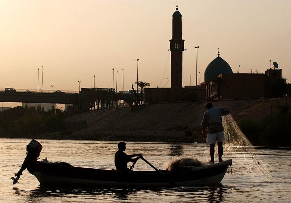 Fisherman「Iraqi Fishermen Work The Tigris River 」:写真・画像(17)[壁紙.com]