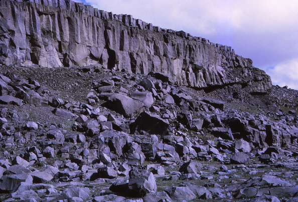 Basalt「Basalt Cliffs Beside Dettifoss」:写真・画像(14)[壁紙.com]