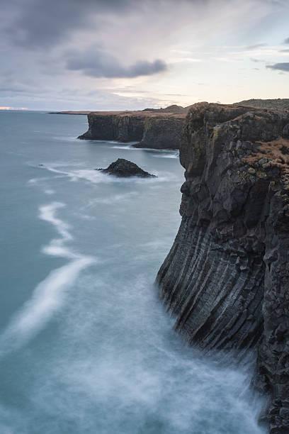Basalt cliffs, Arnastapi, Iceland:スマホ壁紙(壁紙.com)