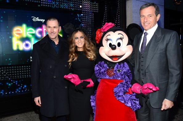 ミニーマウス「Barneys New York And Disney Electric Holiday Window Unveiling Hosted By Sarah Jessica Parker, Bob Iger, And Mark Lee - Inside」:写真・画像(2)[壁紙.com]