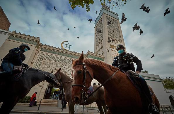 Paris - France「Friday Prayers At Paris Grand Mosque Amid Tight Security」:写真・画像(8)[壁紙.com]