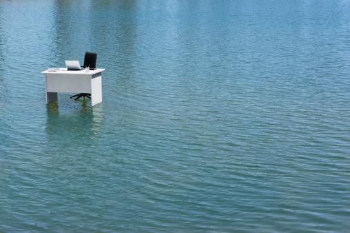 Remote Location「A desk alone in the water」:スマホ壁紙(13)