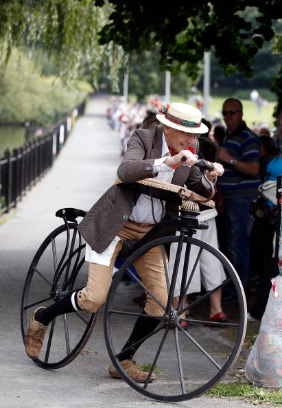 Christopher Furlong「Enthusiasts Gather For Knutsford's Ten Yearly Penny Farthing Race」:写真・画像(14)[壁紙.com]
